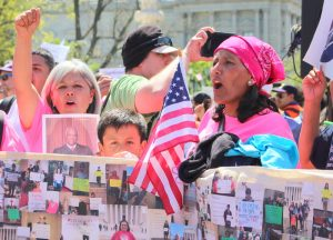 Jeanette Vizguerra (r) rallies outside of the US Supreme Court in April 2016. Her son Roberto is standing to her right.